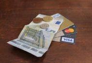 banknoty, monety i karty płatnicze